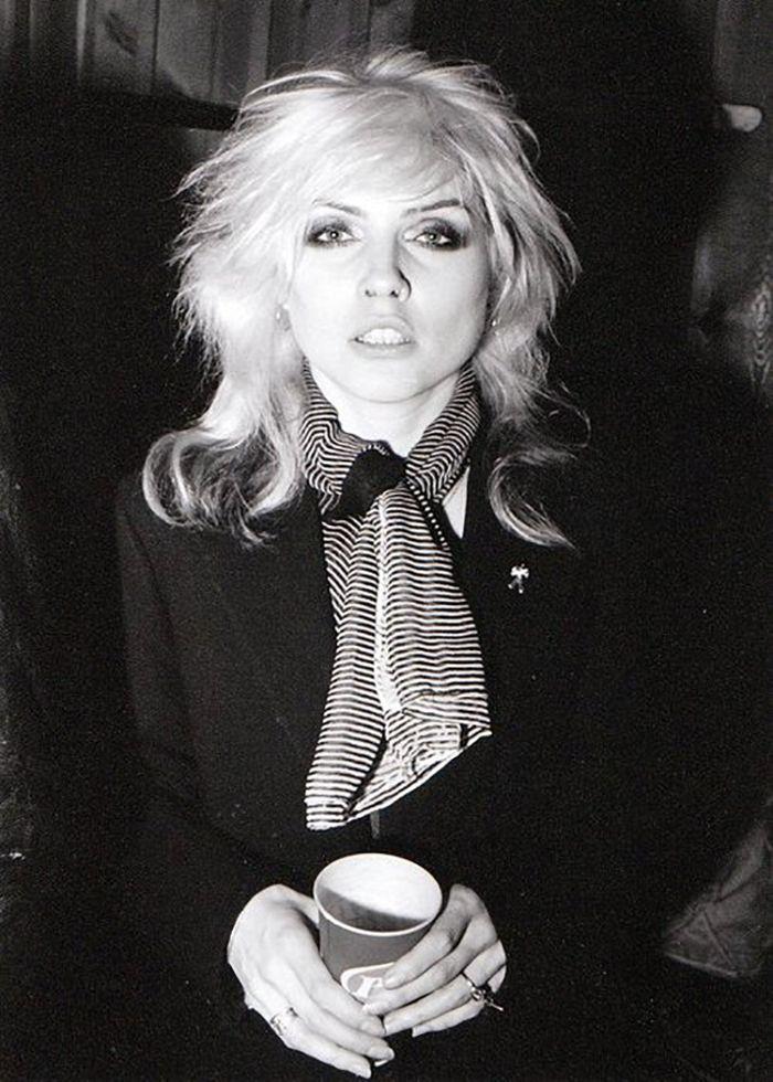 Debbie Harry + The Art of Tying a Scarf | Ladies Who Rock ...