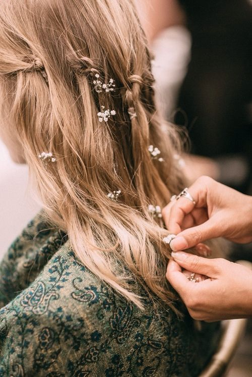 Wedding Guest boho hairstyle with flowers | #weddingguesthairstyle #bohohairstyle | THE BEAUTY VANITY