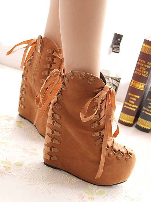 Slope with muffin with boots: Shoes, Muffins, Boots