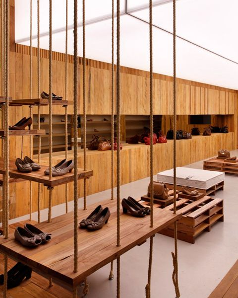 Queen Shoes.  pallet // cushion // rope // wood