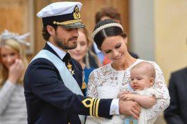 Het Zweedse prinsje Alexander krijgt er een broertje of zusje bij. Prins Carl Philip en prinses Sofia verwachten in september hun tweede kind, zo maakte het Zweedse koninklijk huis donderdag bekend.