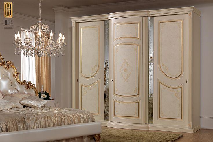 Armadio Aurora Gotha Luxury con profili oro e specchiettini. #GothaLuxury #luxury #bedroom #classic #gold