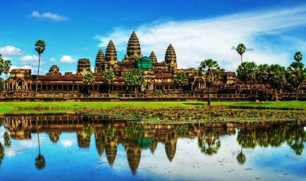 В этом обширном храмовом городе, расположенном в Камбодже, можно увидеть остатки Кхмерской империи (Khmer Empire), правившей на этой территории с 9 по 15 век. Среди наиболее популярных достопримечательностей, посещаемых туристами в этом знаменитом затерянном городе, находится храм Ангкор-Ват (Angkor Wat Temple). На сегодняшний день он известен как самый крупный религиозный памятник в мире.