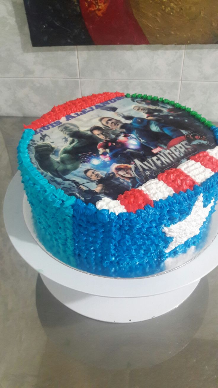 Torta decoracion en crema Avengers!