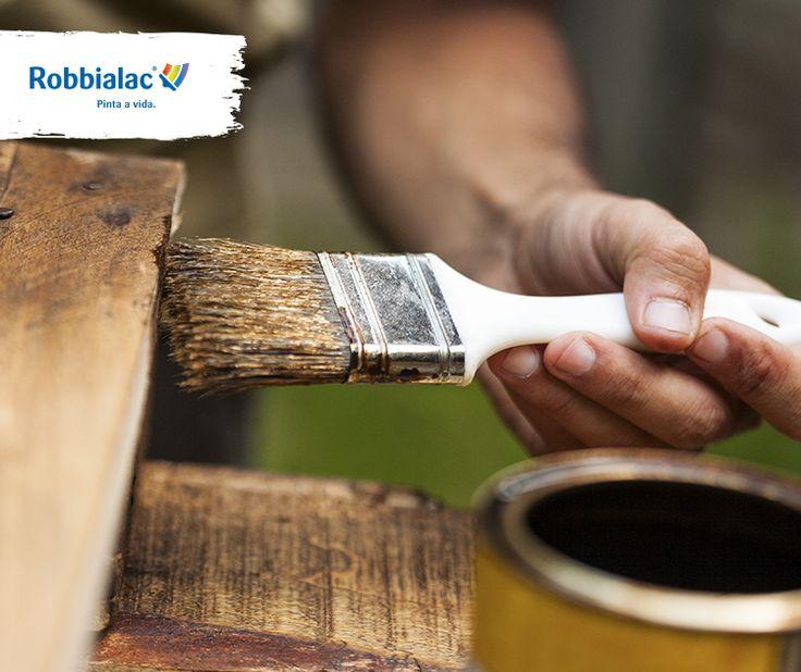 Se a madeira que vai pintar já estiver envernizada deve: 1º Lavar   2º Lixar Levemente   3º Limpar com Limpa & Nutre   4º Aplicar Transacolor Aqua numa das 68 cores disponíveis com uma trincha adequada