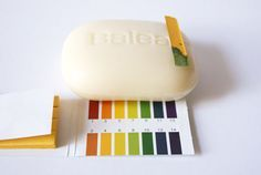 Seife ist basis - mehr zur Reinigung bei saurer Gesichtspflege: http://www.magi-mania.de/sauer-macht-lustig-basisch-nicht/