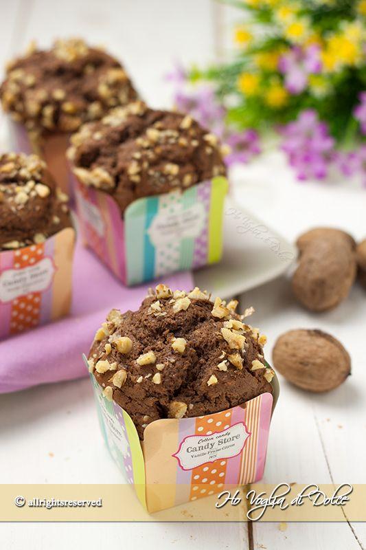 Muffin alla ricotta, cioccolato e noci, morbidissimi, veloci e facili da preparare. Ottimi per la colazione e la merenda, facilmente trasportabili e carini