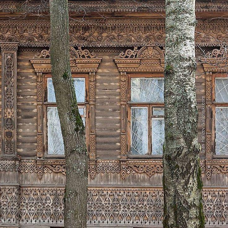 Amazing wooden Nalichniki in Kineshma, Russia.  «...вообще наши прадеды имели высокие представления об искусстве и красоте. В самом деле, ведь все сокровища искусства, которыми мы обладаем сегодня, это всего-навсего предметы ежедневного обихода трех-, четырехвековой давности. Право, не знаю, действительно ли все эти старинные миски, кубки, подсвечники, которыми мы теперь так дорожим, обладают особой прелестью, или они приобрели такую ценность в наших глазах благодаря ореолу древности…