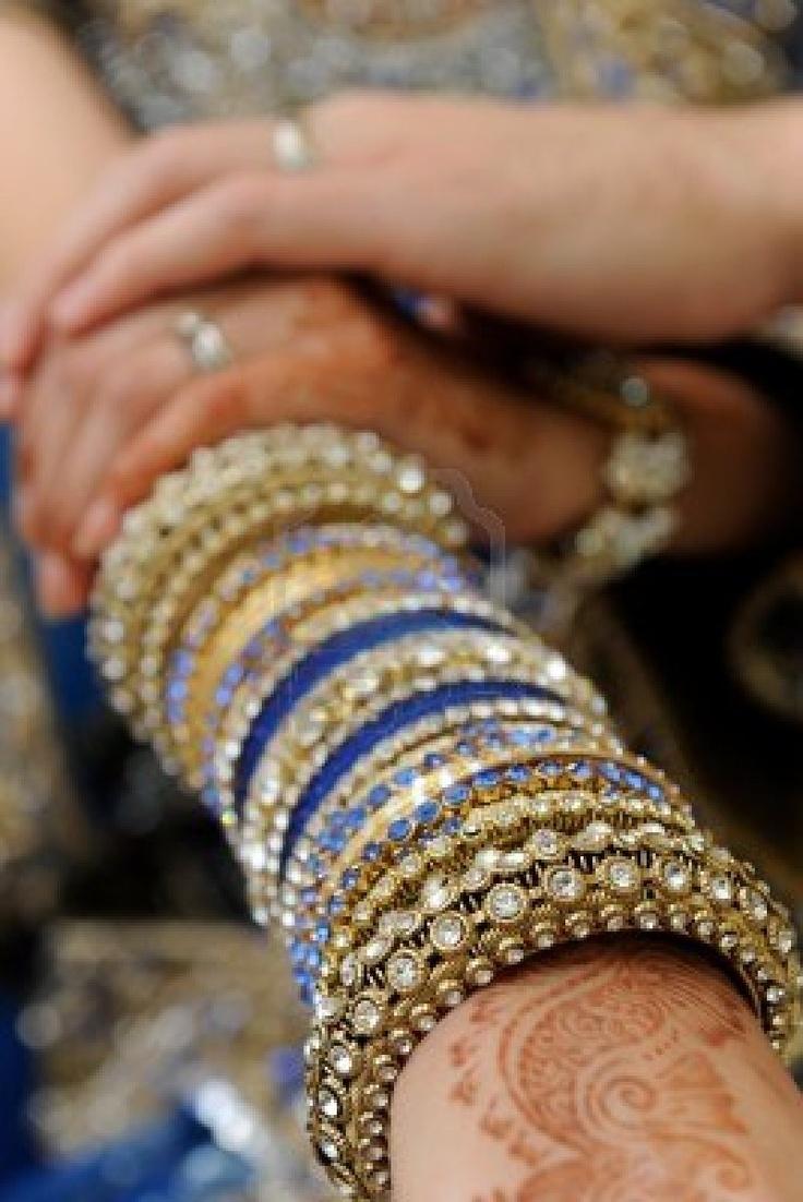 13120435-indian-bride-bangles.jpg (801×1200)