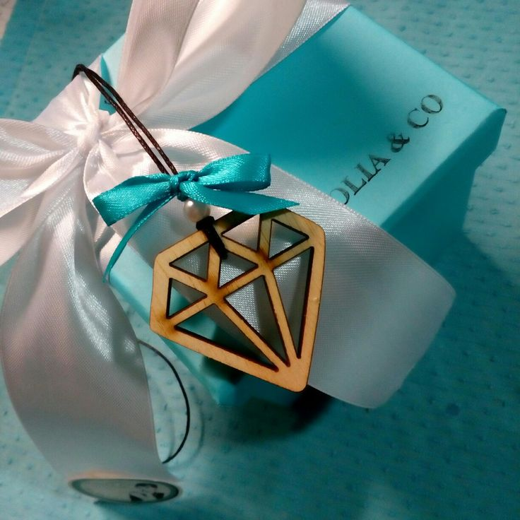 Tiffany's party  Gift box  Wood necklace crystal