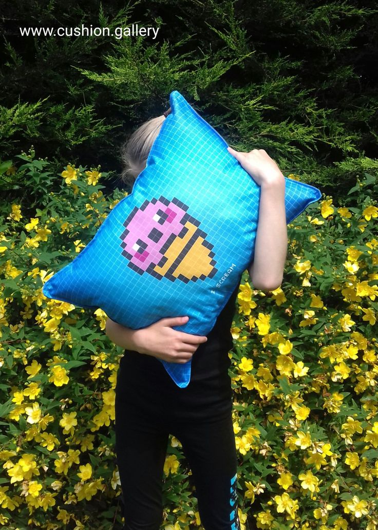 "Special birthday gift for my daughter, a minecraft maniac! Cushion with ""I scream"""