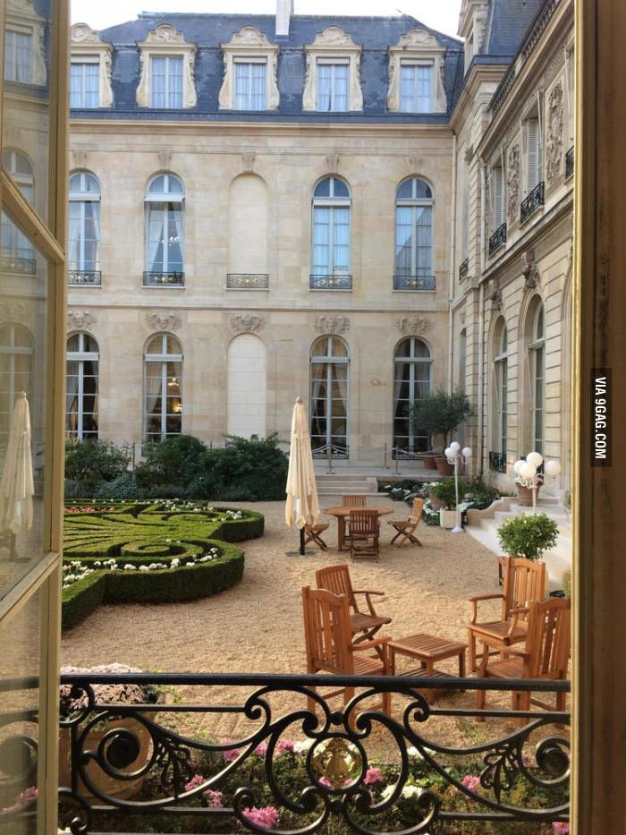 I got to visit the French Presidential Palace (Élysée)--here is the courtyard - 9GAG