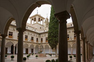 El claustro es una de las piezas arquitectónicas más importantes de Antequera