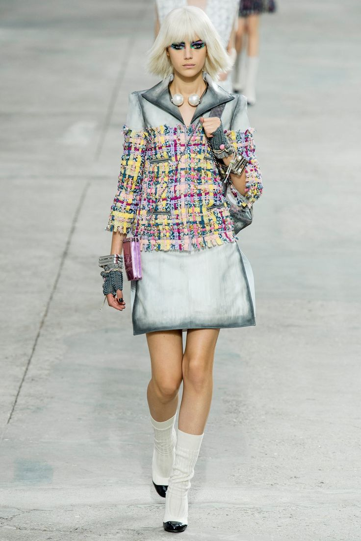 Chanel Spring 2014 Ready-to-Wear Fashion Show - Esther Heesch (Next)