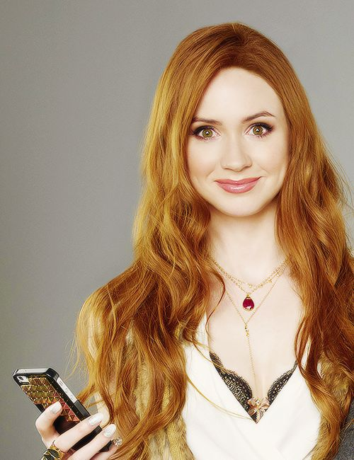 "Karen Gillan - ""Selfie"" coming to ABC.  Karen Gillan is BRILLIANT so I'll definitely check this show out!!!  Plus, I'm still suffering from Post Pond Depression."