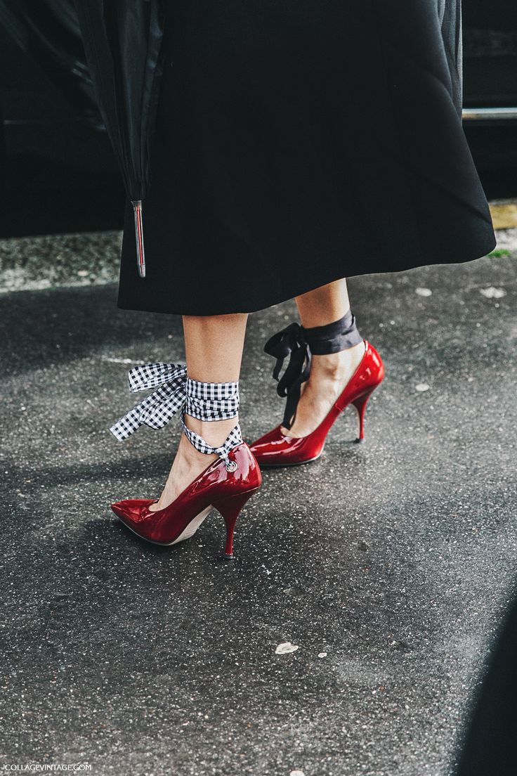 PFW-Paris_Fashion_Week_Fall_2016-Street_Style-Collage_Vintage-Miu_miu-Lace_Up_Shoes-Red