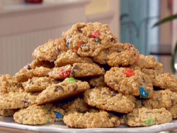 Paula Deen Monster Cookies.Cookies Bar, Chocolate Chips, Chocolates Chips, Food, Monsters Cookies Recipe, Peanut Butter, Paula Deen, Cookie Recipes, Baking Soda