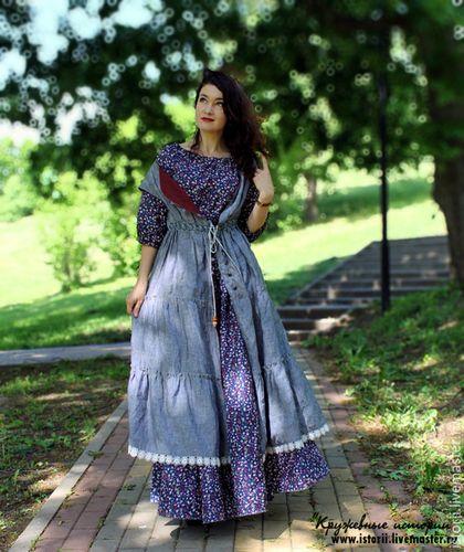 Купить или заказать Пышное платье  насыщенно-синего цвета в мелкий цветочек в интернет-магазине на Ярмарке Мастеров. Нежное, воздушное, легкое платье из хлопка с рисунком мелкий разноцветный цветочек. Очень пышное, красиво ниспадает складками. По крою широкое и свободное, в нем очень удобно и не хочется снимать. Вырез на резинке можно моделировать по собственному желанию, по настроению можно приспустить открыв плечи. Рукав фонарик. Ремень не продается, использован для примера. К платью идет…