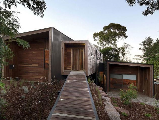Imagined by Aussie studio Breathe Architecture, this house really makes the most out of wood. Not only is it located in the woods, but it is built almost entirely with wood. Here and there we find other materials such as glass for windows, polished concrete for the floors and ceramic tiles in the bathrooms and kitchen.
