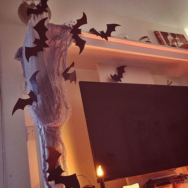 Been looking for bats for ages it was difficult out of all the shops I just couldn't find any until tescos I found this for £3 and I love it it was exactly what I was looking for . . . . #bats #horror #livingroom #homedecor #homegoods #homeinspo #pumpkin #pumpkins #chilling #slimmingworlduk #bedroomdecor #halloweendecor #candles #candleaddict #instahome #tealights #saturdaymorning #saturdayvibes #pumpkinspice #halloweendecorations #candlelight #interiors