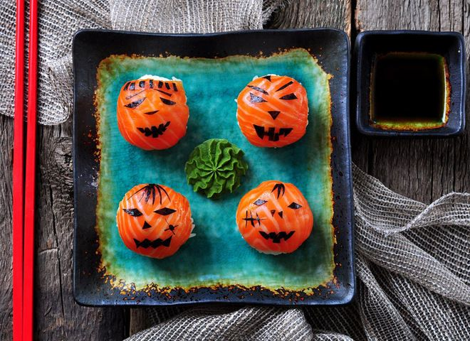 Суши в домашних условиях: готовим на Хэллоуин   Ссылка на рецепт - https://recase.org/sushi-v-domashnih-usloviyah-gotovim-na-hellouin/  #Рыба #блюдо #кухня #пища #рецепты #кулинария #еда #блюда #food #cook