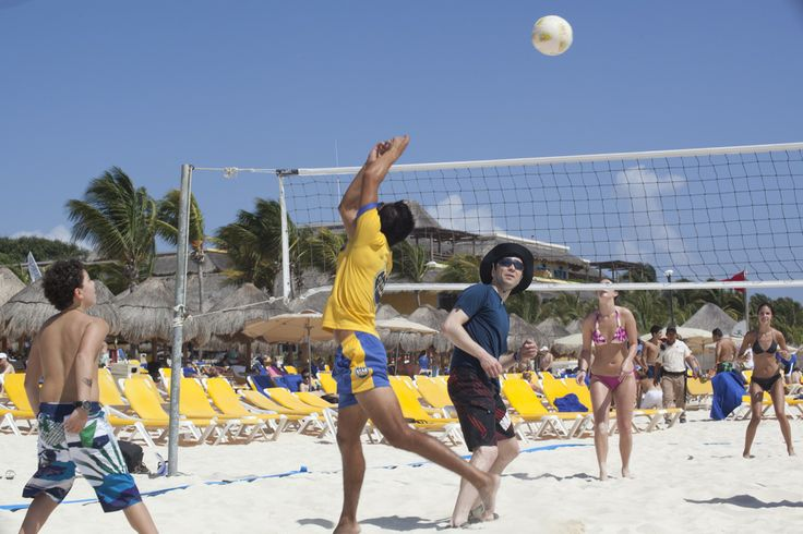 Who wouldn't want to play #voleyball with our #StarFriends. #Sports #Starfriends #IBEROSTARParaisoLindo