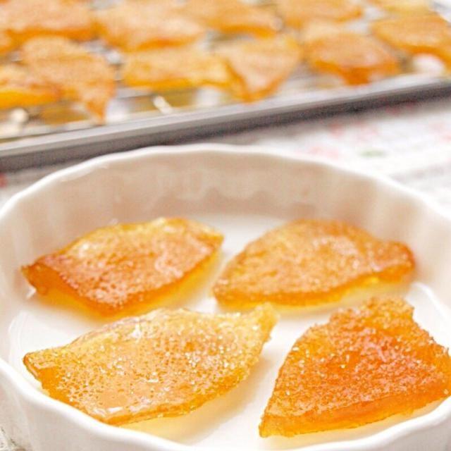 柚子ジャムを作ったときの外皮を使って砂糖で煮て作ります。 (外皮の黄色い皮は薄く削いで、ジャムに入れてます) - 5件のもぐもぐ - 柚子ピール by chitochito99