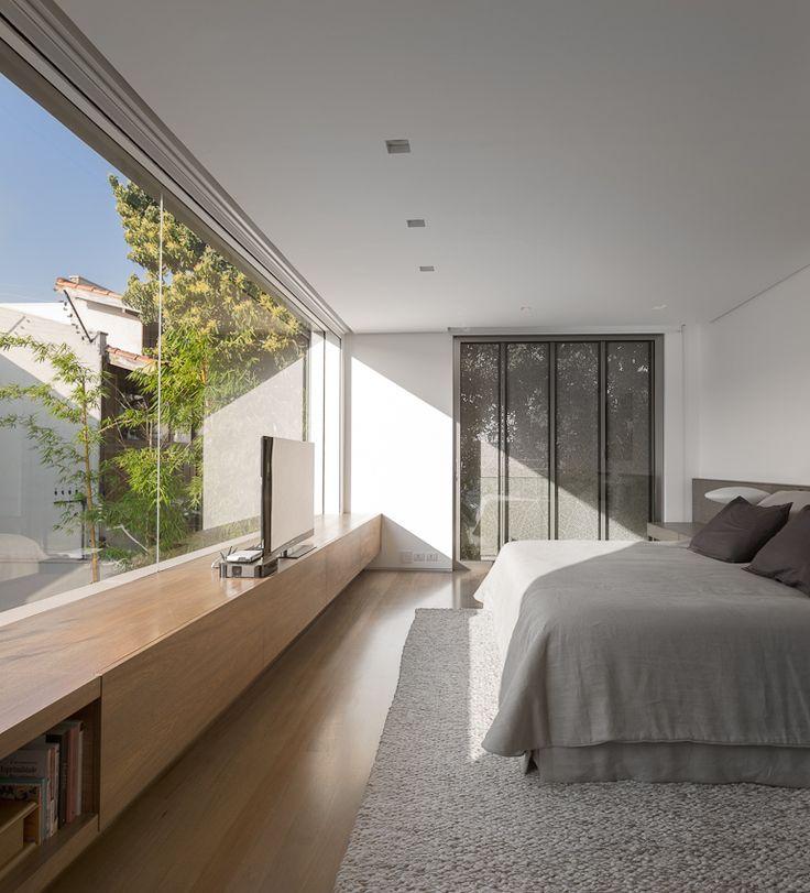 Casa K / Studio Arthur Casas #bedroom #window