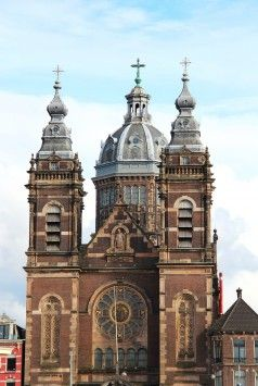 1887年に建てられた聖ニコラス教会。珍しいカトリック教会。アムステルダム 旅行・観光のおすすめスポット!