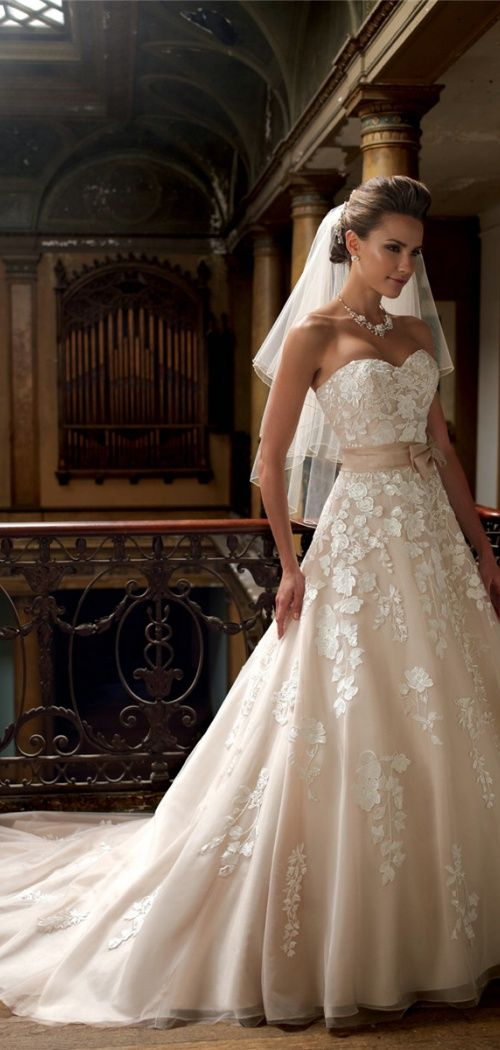 Sweetheart Sleeveless Empire Organza,tulle A-line Chapel Train Wedding Dress http://www.shedressing.com/