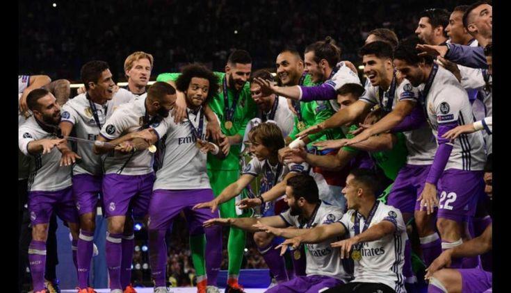Todo el plantel del Real Madrid celebrando la obtención de la Champions League