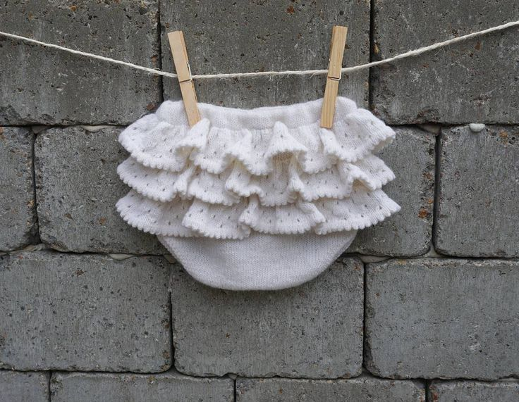 One pair of cute white PETITE BLOOMERS with ruffles on a peaceful Saturday.  Have a nice weekend   #peaceful #weekend #saturday #cute #petitebloomers #knit #ruffles #bloomers #babybloomers #knitting #whiteyarn #instaknit #knitstagram #petiteflæser #stikk #jentestrikk #strikkehygge #flæser #striktilbaby #petitesomething