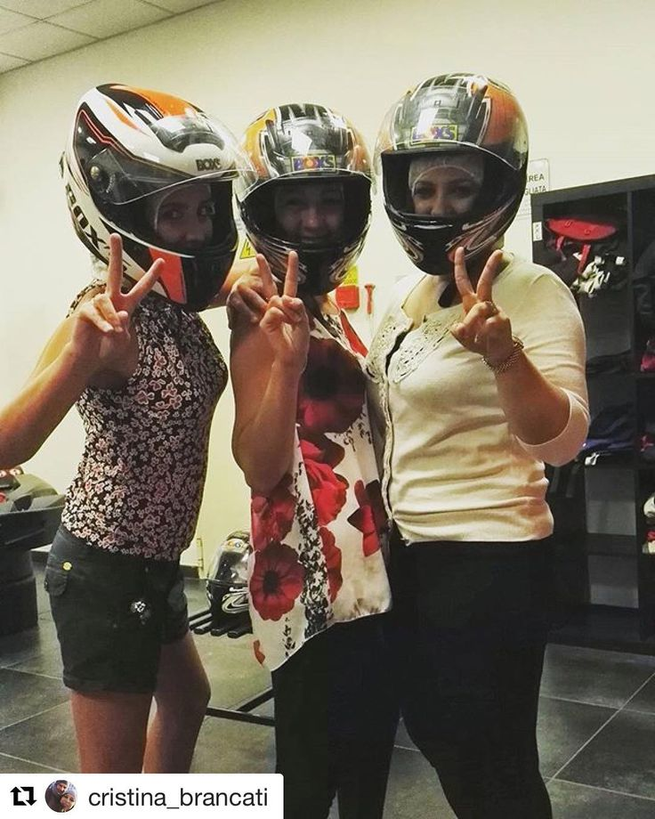 #Repost @cristina_brancati  Pronte partenza VIA... #gocart #sabatoalternativo #gara #friends #friendship #commari #love #maschiacci #happy  #topfuelracing #gokart #kart #indoor #girlpower #vignate #milano #italy