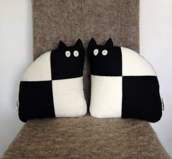 Moderno nero Mini cuscini lana feltro gatto coppia & di KOOSHKA
