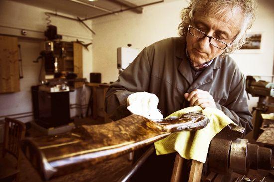Josef Liaunig, monteur à bois ayant travaillé pour Scheiring et Outschar, Ferlach, Autriche.