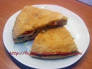 Πίτσα σκεπαστή (καλτσόνε - calzone) με κατσικίσιο τυρί