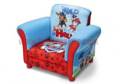 Disney detské čalúnené kresielko s motívom rozprávky Paw Patrol urobí radosť všetkým deťom! Príjemný materiál a dizajn vytvára ideálne miesto pre sledovanie obľúbených rozprávok, čítanie a relaxovanie po náročnom dni. Vhodné do detskej izby, herne alebo všetkých priestorov určených pre deti.Robustný rám zaistí dlhú životnosť. Spĺňa všetky bezpečnostné normy JPMA.Rozmery: - Celková šírka - 59 cm - Celková výška - 44 cm - Sedacia časť - 29 cm hĺbka x 32 cm šírka - Výška sedacej časti od zeme…