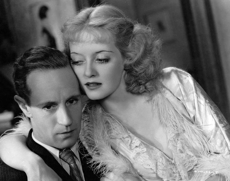 Leslie Howard at first turned up his nose at Bette; he snubbed her so hard that when she had her close-ups, he fed her lines while he read a book! (Gee!) But she didn't get upset and storm off the set; she dug her heels in even harder. He finally gave in, when he realized that she was giving a great performance and was on her way to stealing the picture from him.
