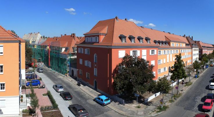 Renovation of apartment buildings in Germany using Wienerberger clay roof tiles.