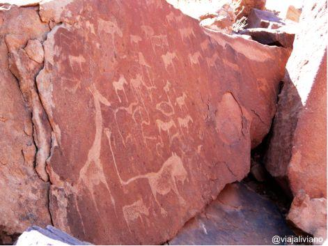 Figuras gravadas en Twyfelfontein Namibia