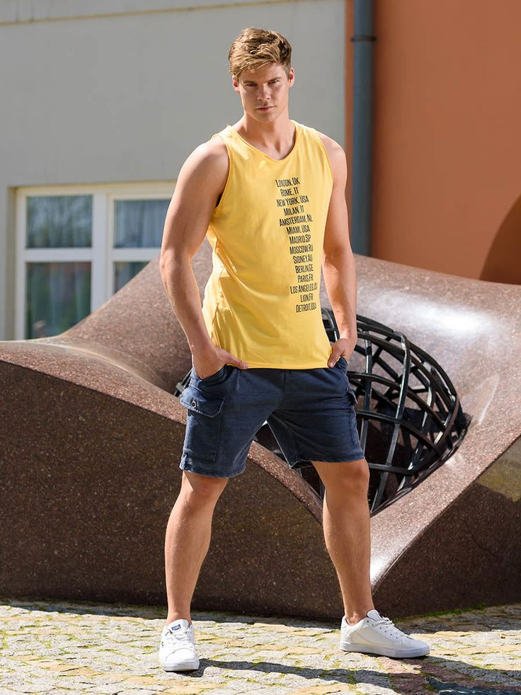 Amazingly comfortable summer styling from Bolf. The cotton tank top has got an energetic yellow colour with metropolitan themes. The practical cargo trousers has got a short leg and large pockets.