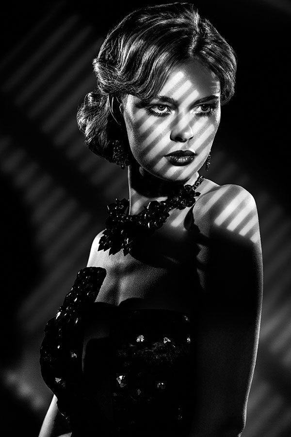 Film Noir Inspired Lighting Setup With Spot Projection
