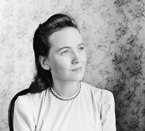 Teresa Wright photographed by Alfred Eisenstaedt for LIFE magazine (1941)