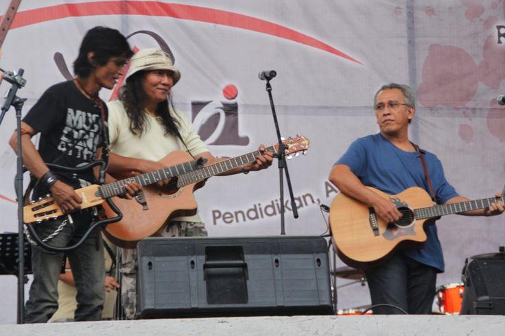 Checksound Iwan Fals bersama Anto Baret dan KPJ jelang perayaan HUT Ormas Oi ke 14 di Leuwinanggung