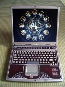 DIY steampunk look laptop. Nicely done.Steampunk Fashion, Steampunk Stuff, Steampunk Laptops, Graphics Design, Antiques Secretary Desks, Steam Punk, Laptops Steampunkjunk, Typewriters, Steampunk Geek