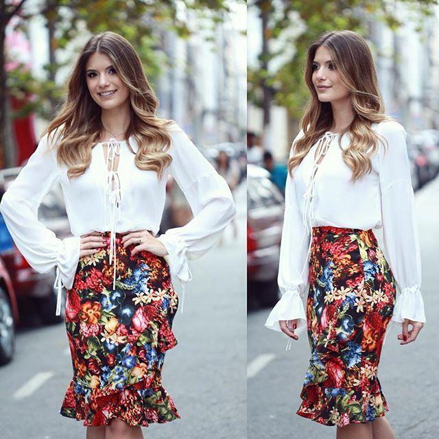 WEBSTA @ arianecanovas - { Flores by @modaschouchou } Saia com babados e caimento impecável   camisa branca!