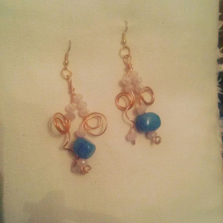 Handmade wire earings with jade stone