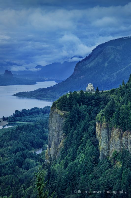 Vista House at Crown Point and the Columbia River Gorge, Oregon USA. © Brian Jannsen Photography
