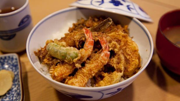 Tenkou in Kagurazaka - a luxury spot where dinner courses start from ¥16,000. It takes a little courage to step through the doors, but doing so comes with quite a reward at lunchtime. Their tempura bowl (¥2,500) is topped with two prawns, prawn kakiage and Japanese whiting, as well as vegetables such as lotus root, sweet potato and green pepper. The delicately thin batter is light yet fluffy, and the moderately sweet sauce has a refined flavour. For peace, quiet and great food, this is your…