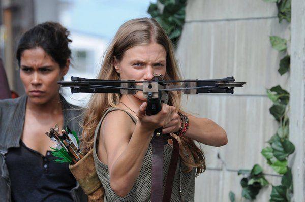 Daniella Alonso and Tracy Spiridakos in #Revolution